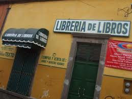 Meme de humor sobre el nombre de una librería