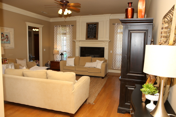 Real Living Rooms kelly's korner: every day real life home tour - living rooms