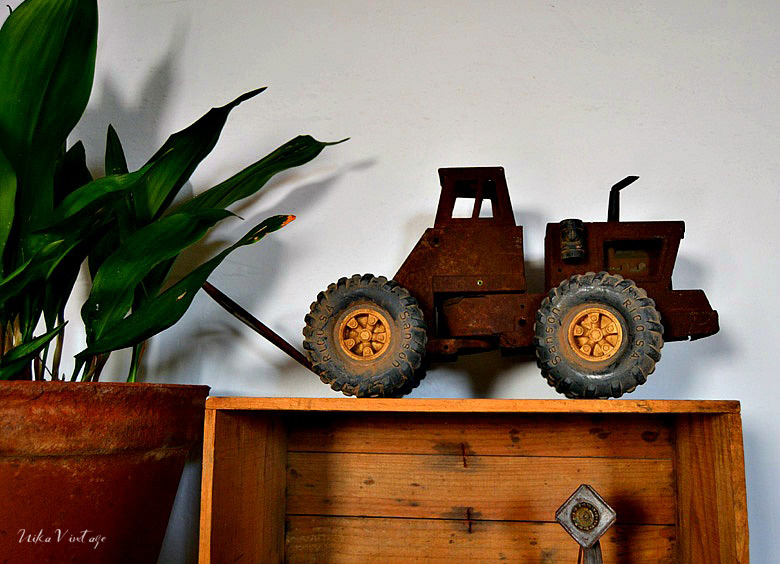 Os mostraré composiciones con objetos antiguos que realmente enamoran, piezas de otro tiempo que todavía nos encantan