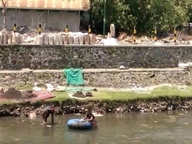 Cerita Penambang Pasir Sungai Di Mataram