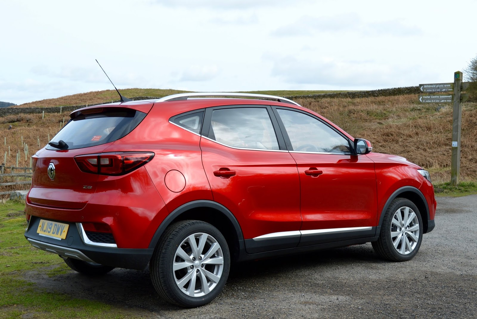 MG ZS 1.5 Excite Review | A New Compact SUV for less than £13,000 - back of car