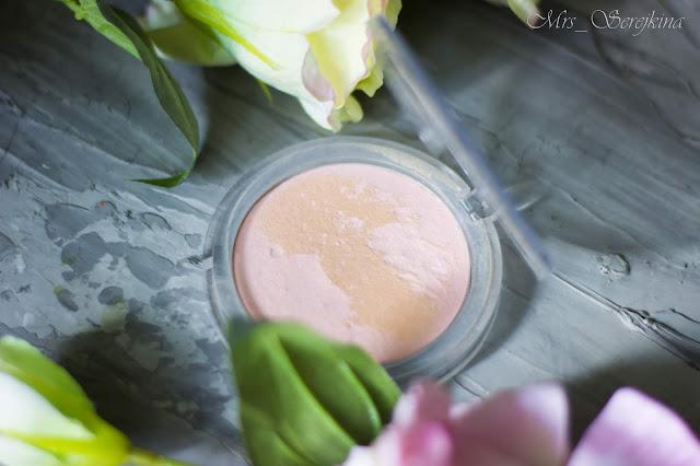 Повседневный макияж бюджетной косметикой: пудра Essence All about Silky Matt! в оттенке 10 Translucent Rose