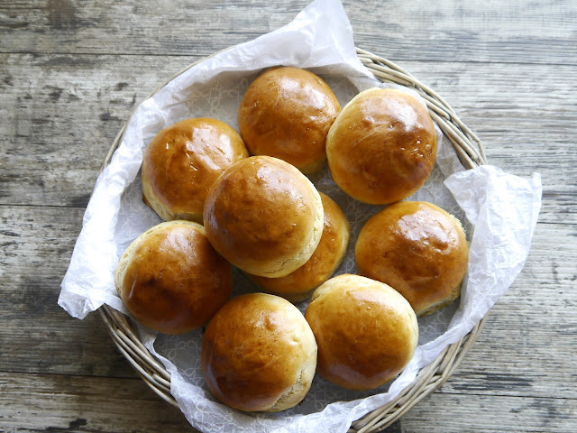 Puszyste bułeczki z ziemniakami - Czytaj więcej »