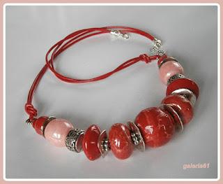 naszyjnik z porcelany, czerwony i pudrowy róż