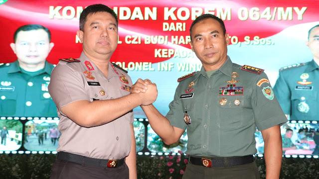 Kapolda Banten, Hadiri Acara Pisah Sambut Danrem 064 Maulana Yusuf.