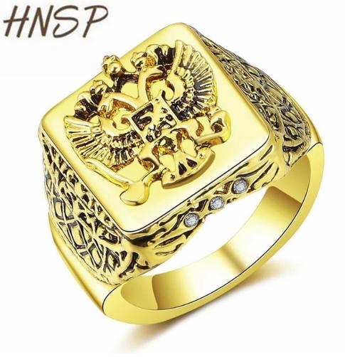 Великолепно изготовленное кольцо под золото с гербом и винтажной резьбой. Высокое качество металлического сплава. Отлично смотрится на мужской руке. Рекомендуем в качестве недорогого сувенира или подарка.