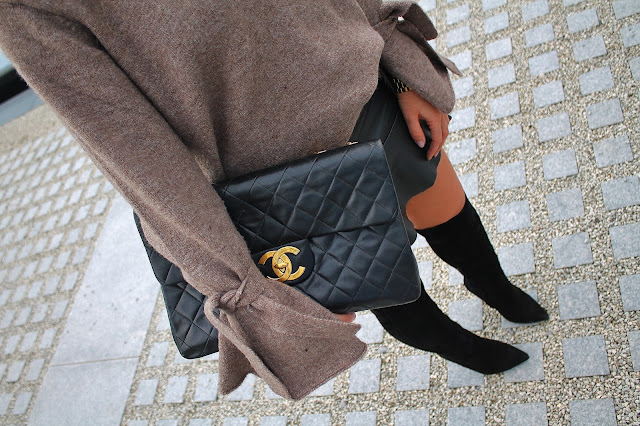 oversized sleeves, oversized sweater, over the knee boots, leather skirt, chanel flap bag, chanel classic bag, chanel bag, fall boot trend, suede boots, toronto blogger, canadian blogger, fall style, fall trend, blogger fall outfit, how to wear oversized sleeves, how to wear leather