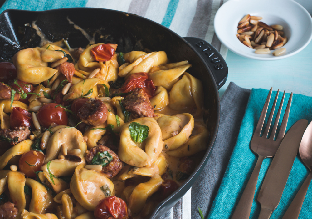 One Pan Tortelloni mit Salsiccia in Tomatenrahm