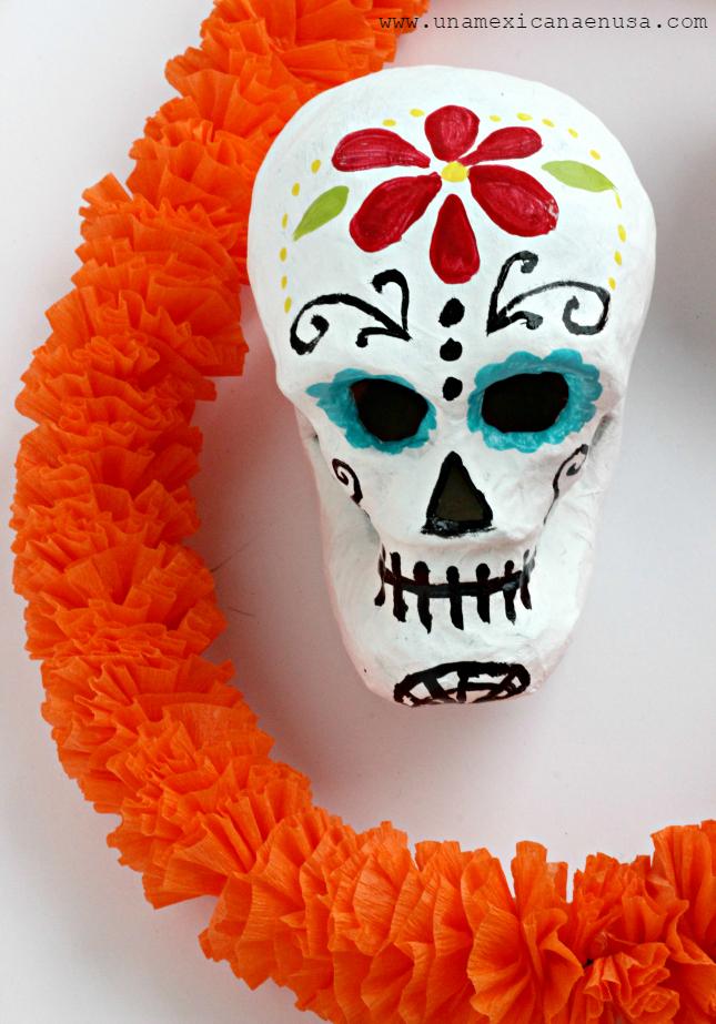 "Guirnalda de ""flores de cempasuchil"" hechas con papel crepé by www.unamexicanaenusa.com"