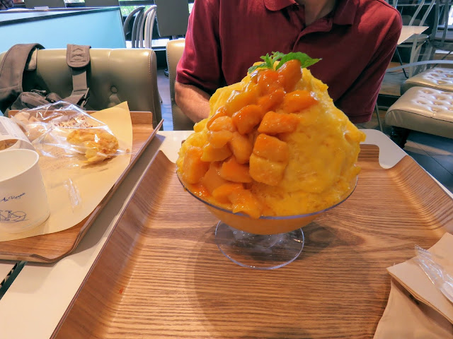 Mango snow dessert in Seoul South Korea