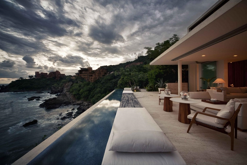 Swimming pool above the ocean
