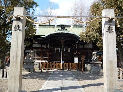 東成区中道の八阪神社注連柱