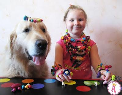 Ведущие канала YouTube Queen Alice Toys в браслетах, кольцах и бусах от Баттат (набор для создания украшения поп-арт)