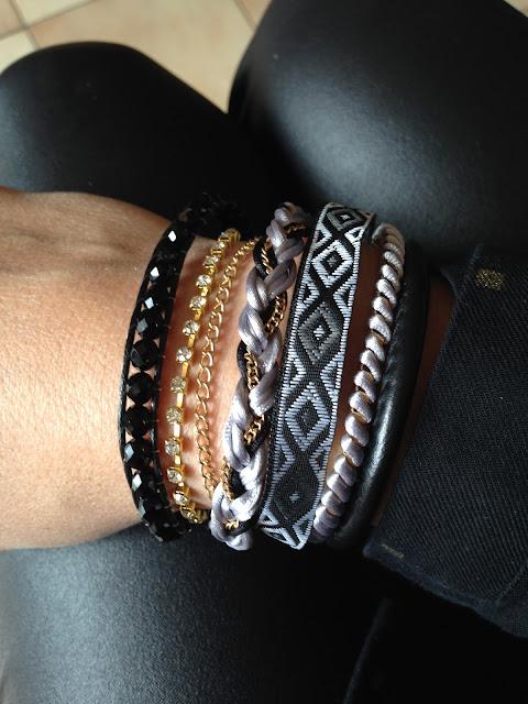 look mode bijoux accessoires fashion victime manchette bracelets noirs et dorés