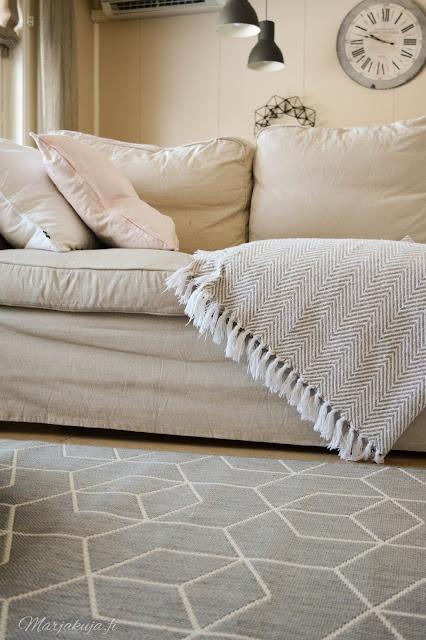 sisustus skandinaavinen ikea sohva ektorp jyks matto
