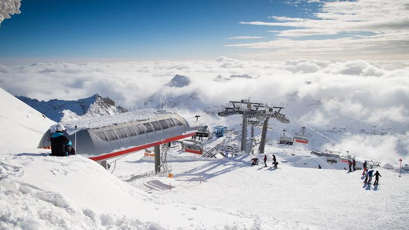 Travel through the Ski Mountain Resort HD