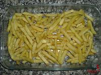 Papas fritas en bandeja de horno