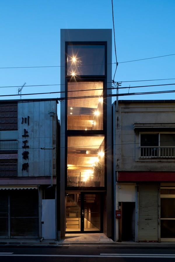 gach bong-nha18m Ngôi nhà có chiều ngang 1,8m khiến người người ghen tị vì quá sáng tạo