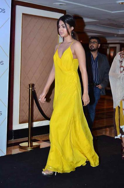 Rhea Chakraborthy hot at Vogue beauty Awards 2017