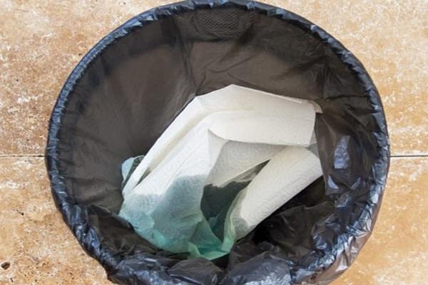Eliminar o Fedor do Lixo com Listerine