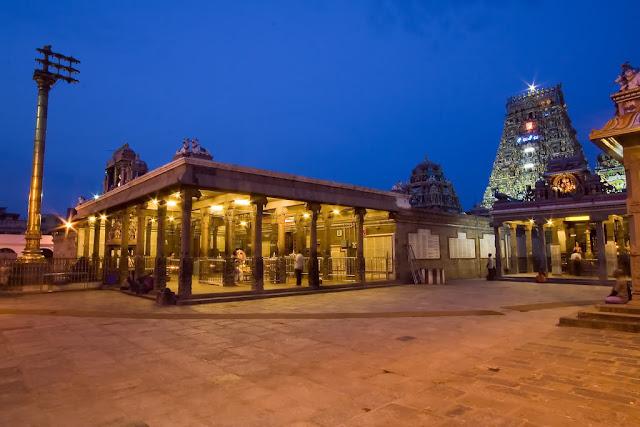 Kapaleeswarar temple at night wallpaper