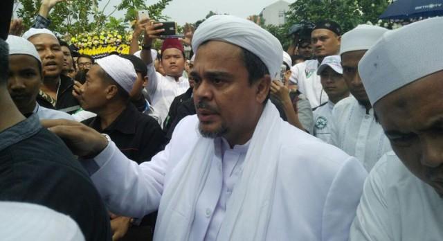 Habib Rizieq Melayat ke Rumah Duka KH Hasyim Muzadi