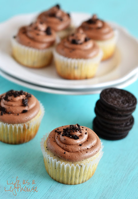 Soft and delicious cookies and cream cupcakes topped with a creamy milk chocolate frosting. Life-in-the-Lofthouse.com