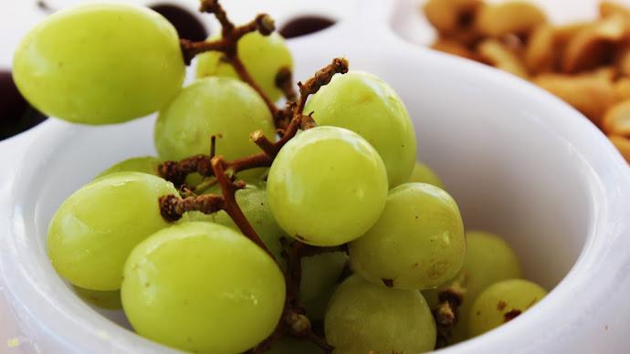 Wallpaper: Green Grapes
