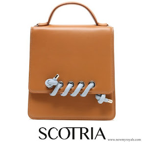 Queen Rania carried Scotria power satchel