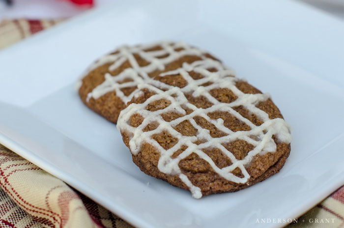 Gingersnap cookies on plate