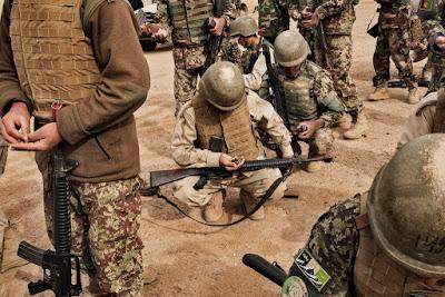 আফগান সেনাবাহিনীকে প্রশিক্ষণ দিচ্ছে মার্কিন সেনাবাহিনী, ২০১৬।