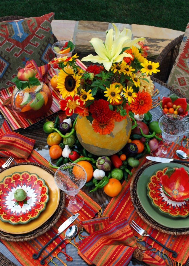 Chic Cinco de Mayo Tablescape Ideas for Your Fiesta - via BirdsParty.com