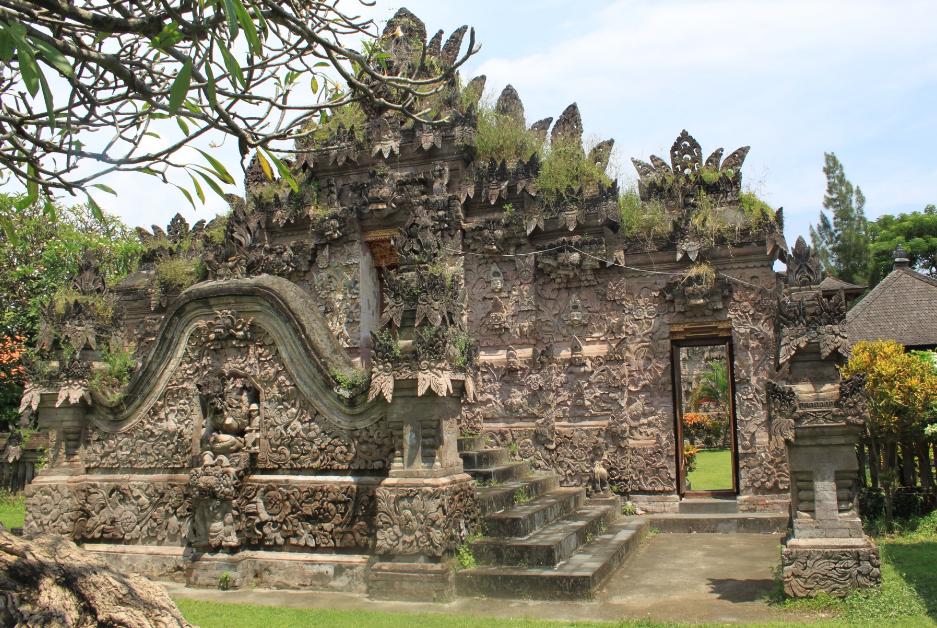 Objek Wisata Pura Meduwe Karang Buleleng Bali