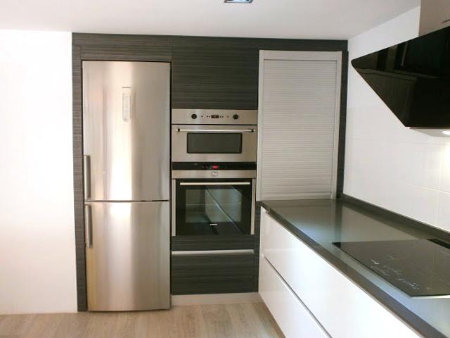 C mo integrar el microondas en la cocina cocinas con estilo - Columna horno y microondas ...