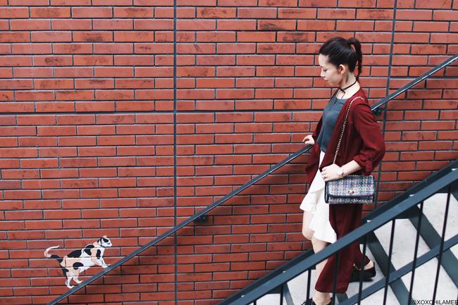 ファッションブロガー日本人、MizuhoK、今日のコーデ、Sheinバーガンディガウン、H&Mホワイトチューリップスカート、スウェットシャツ、エナメルオックスフォードシューズ、ツイードバッグ、チョーカー、カジュアルシックスタイル プチプラコーデ