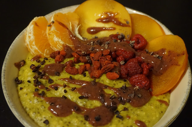 golden_porridge_oatmeal_turmeric_curcuma_superfood_recette_recipe_healthy_breakfast_petit_déjeuner_sain_reequilibrage_alimentaire_fruits_gourmand_yummy_superfood_açai_turmeric_maca
