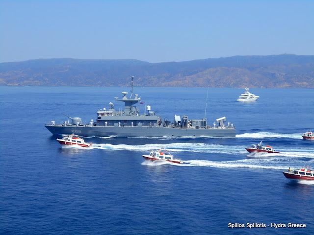 Λαμπρή υποδοχή πολεμικού πλοίου στην Ύδρα για τα «Μιαούλεια 2017»