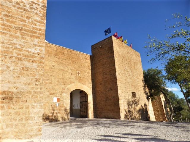 Entrada al Castillo y Monasterio de Caravaca de la Cruz
