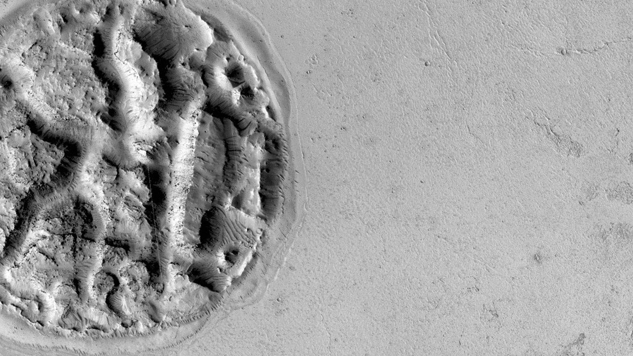 Mysterious Island Captured On Mars