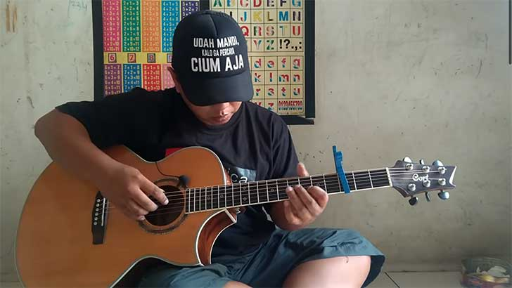The Fingerstyle Guitar God's Name is Alip Ba Ta