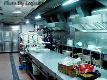 食全池上便當-中和總店|近遠東世紀廣場、探索MOTEL汽車旅館中和館|銅板價便當|雞腿飯便當、香腸飯便當
