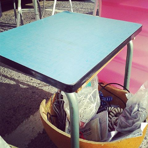 Table d'écolier en formica brocante