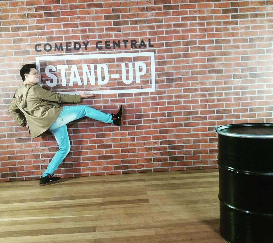 Rio Branco recebe show de Stand Up de Kwesny Mendonça!