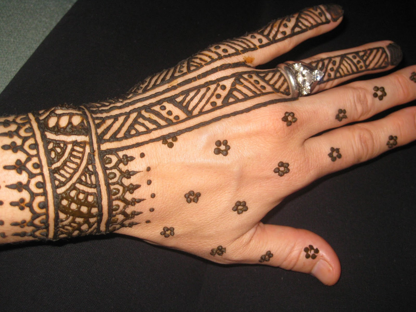 Traditional Mehndi Designs For Hands : Traditional mehndi designs for hands makedes