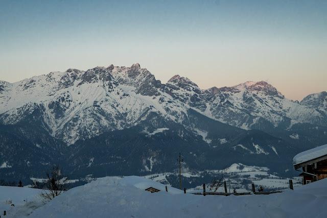 Nachtrodeln und Winterwandern in Saalfelden-Leogang  im Salzburgerland  Winterwanderung zur Einsiedelei  Nachtrodeln am Biberg 01