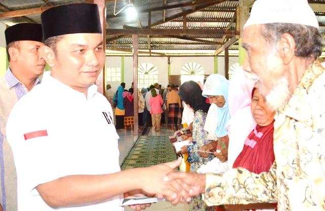 Bupati Bagikan Zakat ASN Kepada warga Manduamas, Andam Dewi & Sirandorung