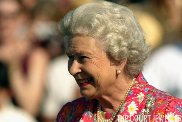 Queen Hairstyles: The Pearl Triangle Brooch