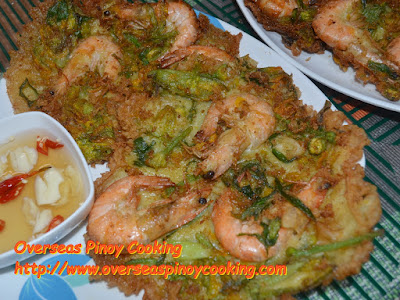 Ukoy na Hipon at Bulaklak ng Kalabasa with Vinegar Garlic Chili Dip