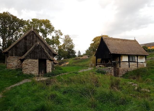 Bornholm mit Kindern im Herbst. Teil 3: 10 tolle Ausflugsziele für Familien auf Dänemarks Sonneninsel. Die Wassermühle von Slusegard liegt auf einem verträumten Hof, den man gut als Familie besuchen kann.
