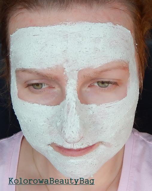 Uzywanie maski z The-Body-Shop w celach oczyszczenia